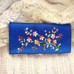 Handbags - ❗️SALE❗️ Blue Embroidered Fabric Wallet
